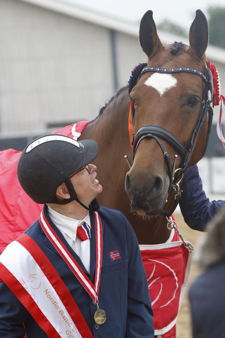 Jens med hans tydelig meget tilfredse OL-hest Cypres